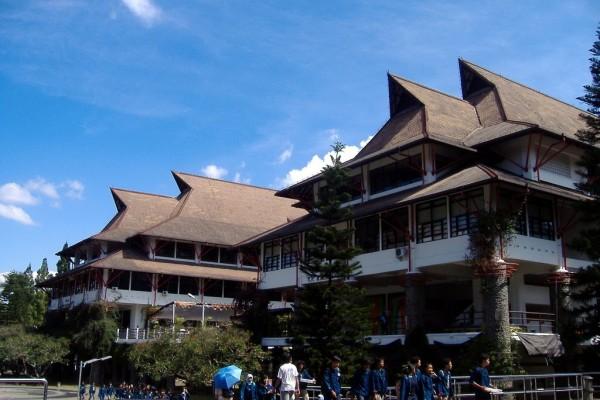 Universitas Jurusan Teknik Informatika
